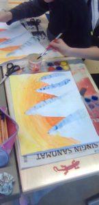 Oppilas maalaa
