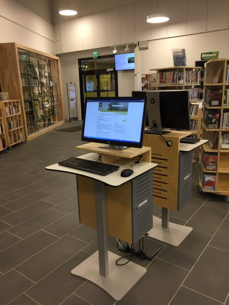 Kirjastosalin asiakastietokoneet